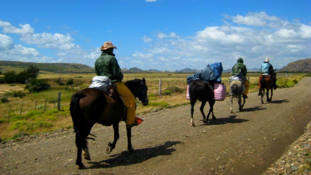 גיל אפרת | מסע סוסים בפטגוניה